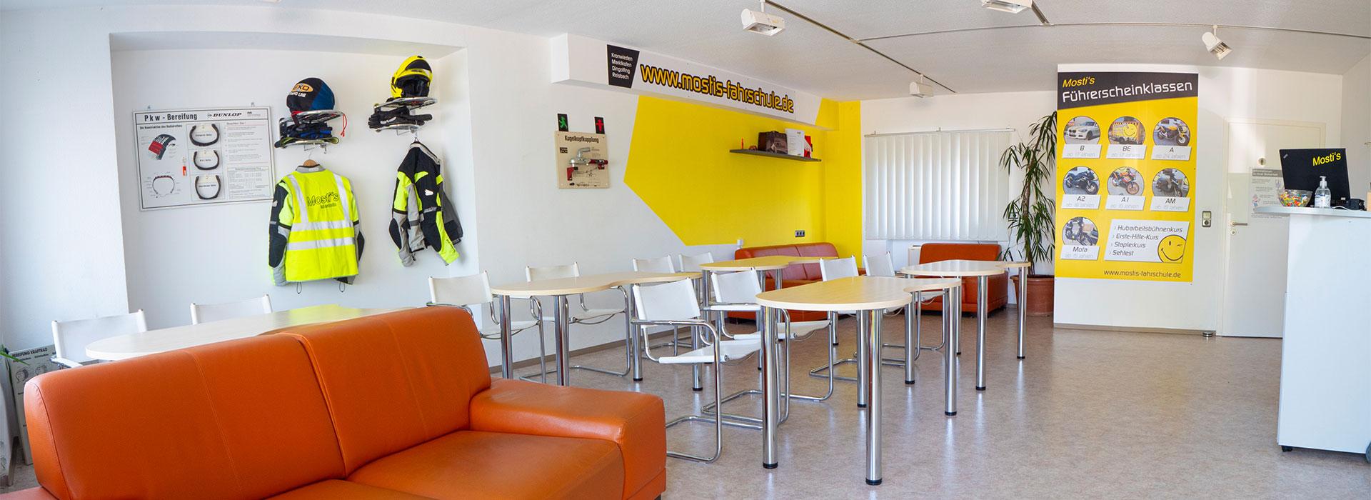 Unterrichtsraum von Mosti's Fahrschule in Dingolfing